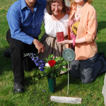 4-25-09 Nick Cathy Kathleen places grave_flowers
